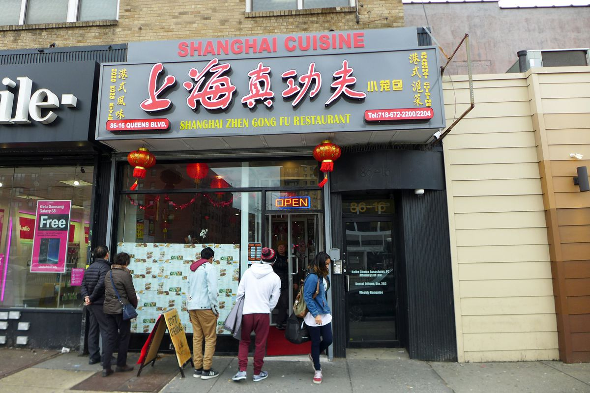 Posting pictures in the window, Shanghai Zhen Gong Fu has caused a sensation in Elmhurst