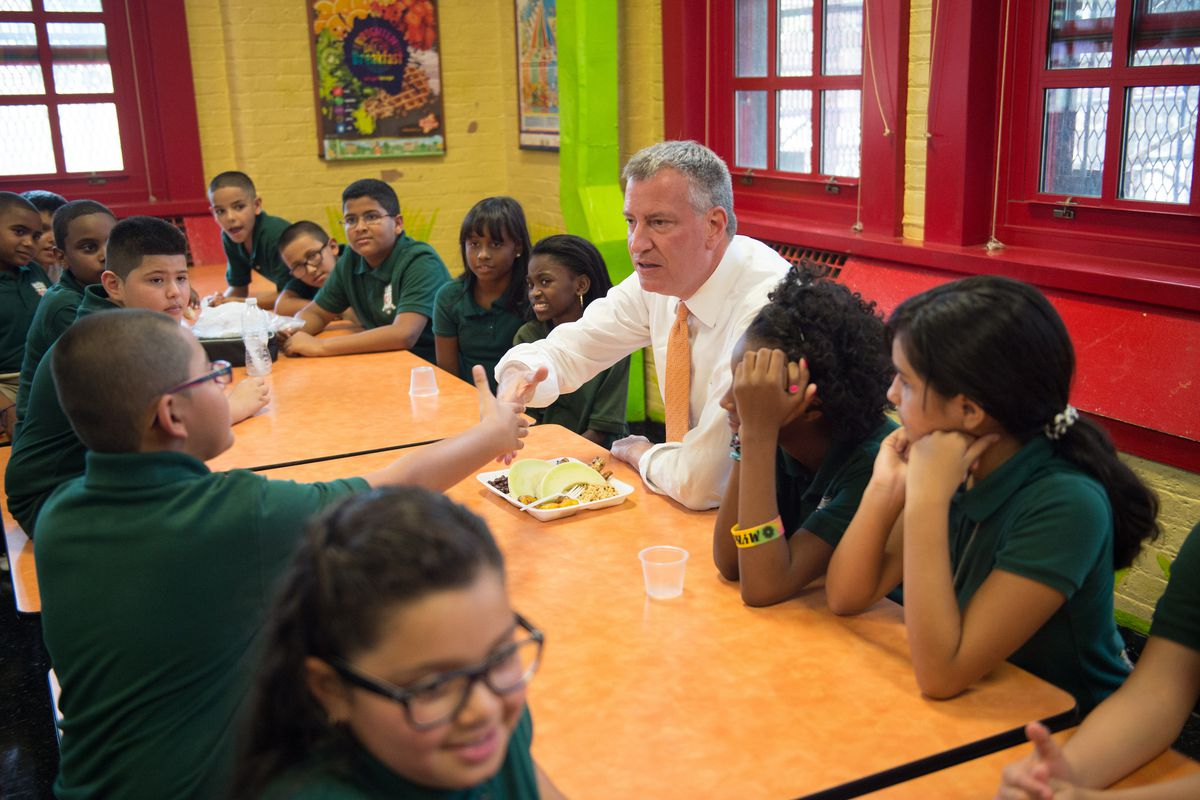 Mayor Bill de Blasio at lunch with students at P.S. 69 in the Bronx. (Rob Bennett/Mayoral Photography Office)