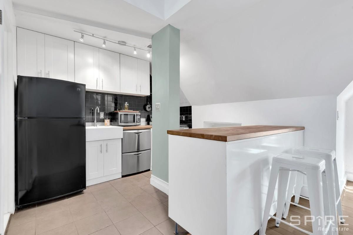 For $329,000, a Forest Hills duplex with a quirky floorplan - Curbed NY