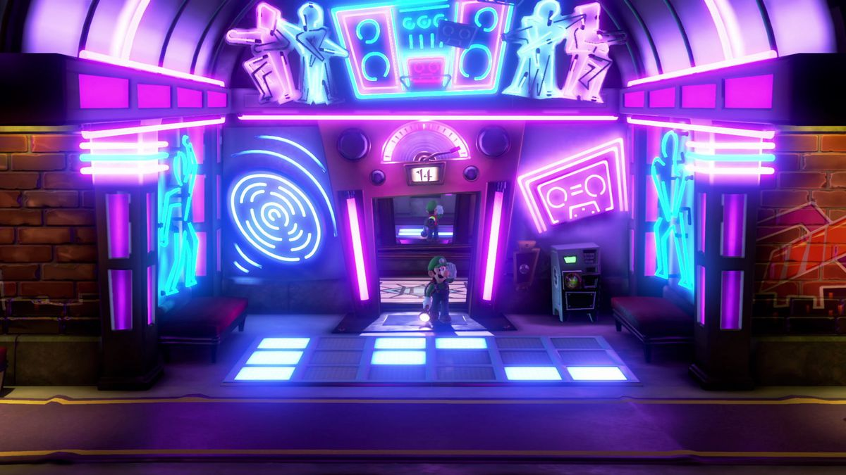 Luigi steps off the elevator at a haunted hotel to a room covered in neon signs, and a light up dance floor.