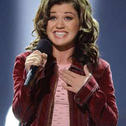 """FILE - In this Sept. 4, 2002 file photo, Kelly Clarkson, 20, of Burleson, Texas, sings """"A Moment Like This,"""" after winning in the final episode of Fox's television competition """"American Idol,"""" in Los Angeles. Television networks are masters of self-promotion, so it's no surprise that Fox is carving out two prime-time hours Sunday April 22, 2012 to celebrate its 25th year."""