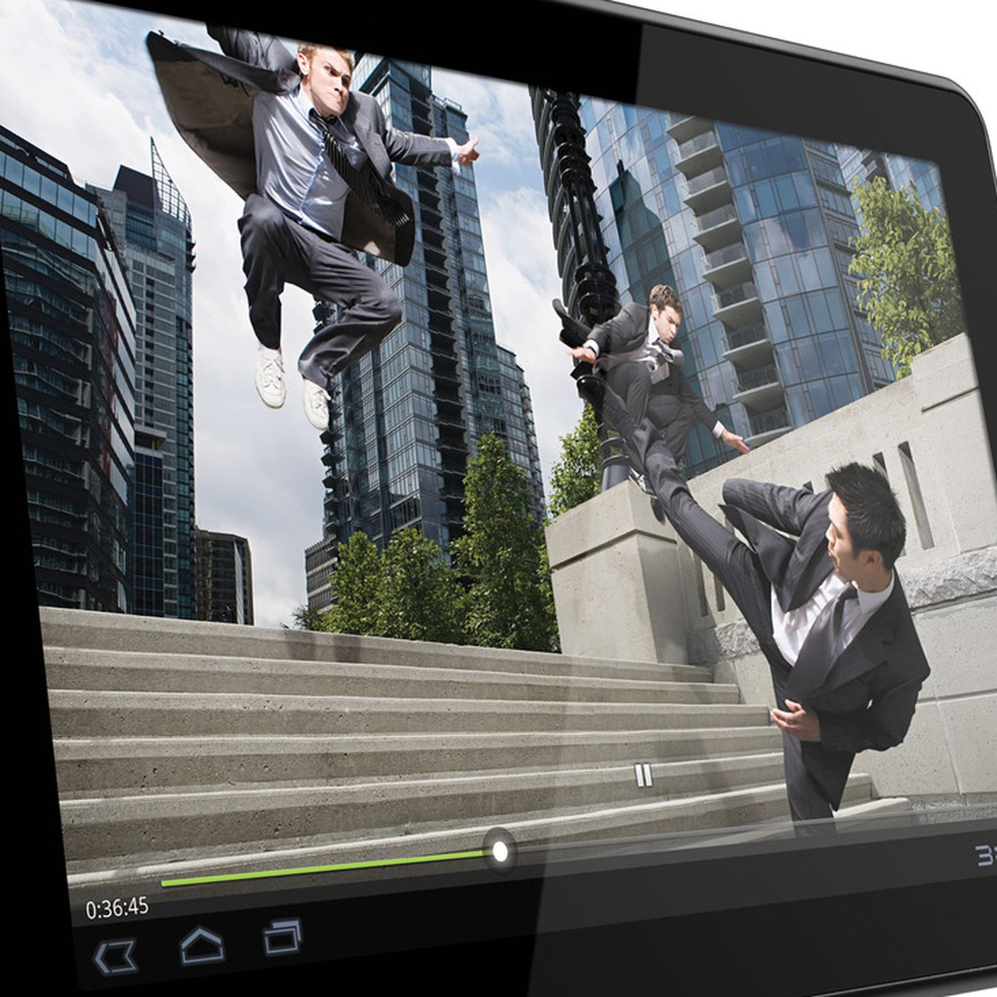 Motorola Xoom receives early Android 4 0 3 build as Google