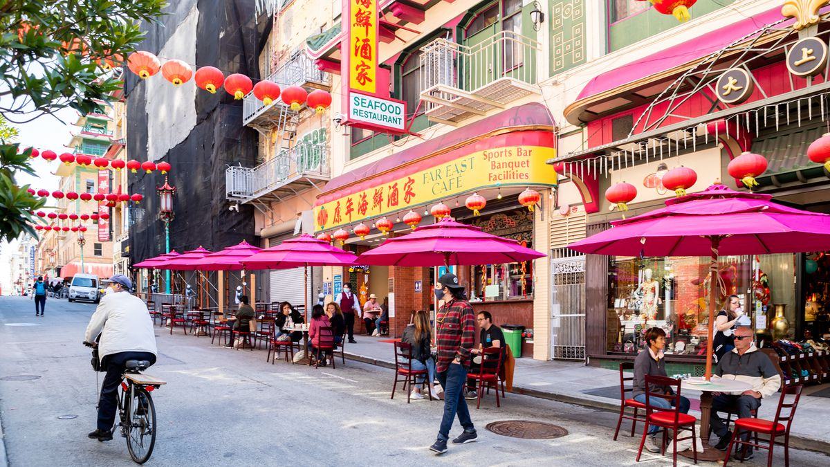 Streetside dining in SF Chinatown