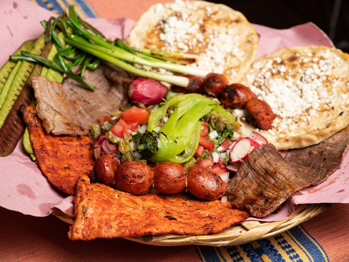 Anafres, a mix of grilled vegetables at Sabores Oaxaqueños.