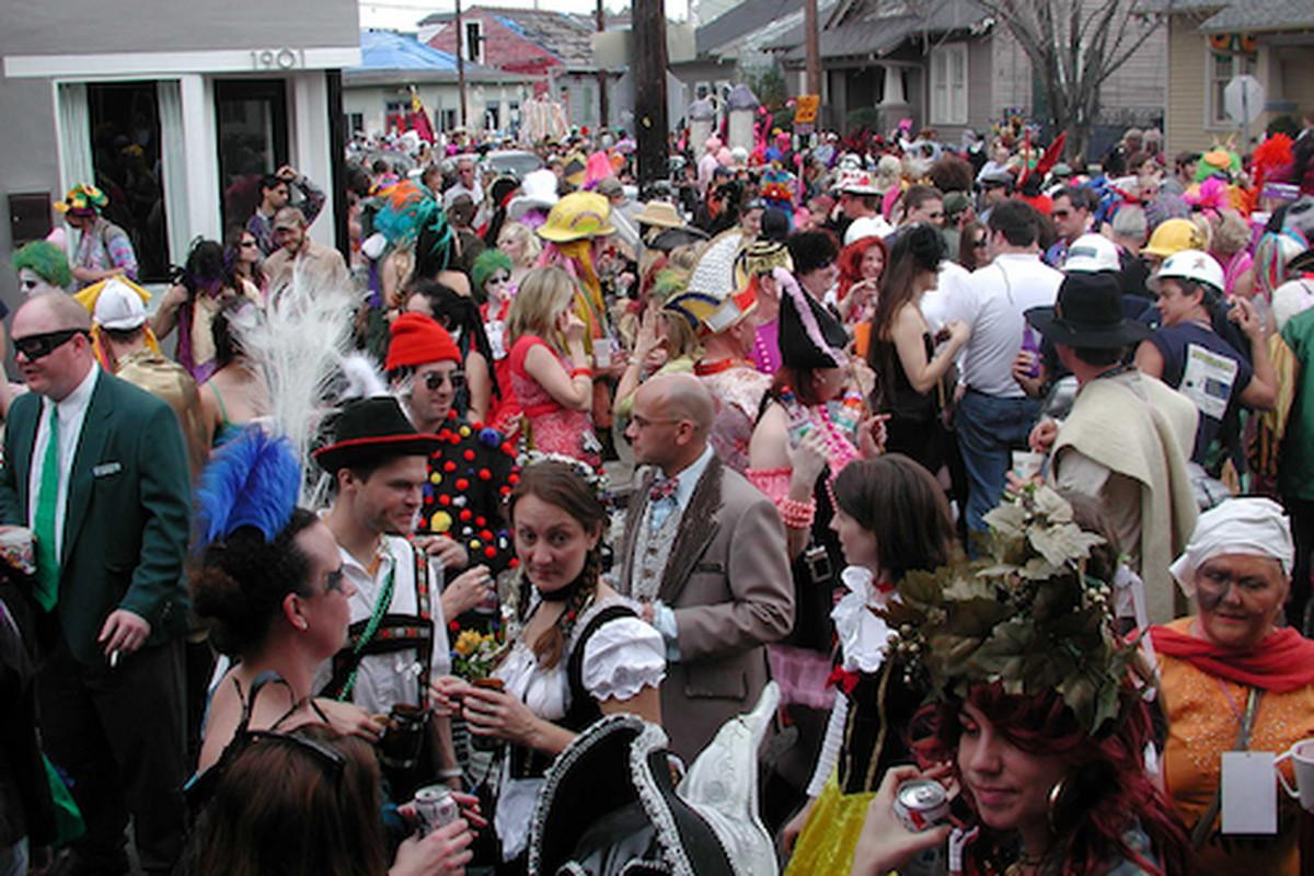 A Mardi Gras scene outside of R Bar