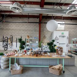 The left side of the space features a pop-up shop replete with lots of eco-friendly goodies. Find timeless, hand-crafted pieces sourced from around the globe, including Lulu Hair Powder, Kinfolk (lotions, soaps, oils), and Nieves (face masks, sprays, etc.