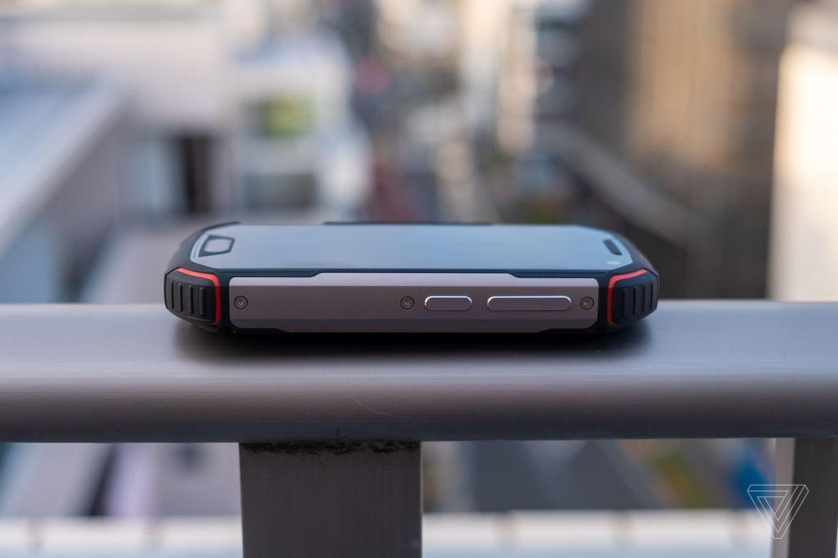 The Unihertz Atom XL is like a rugged iPhone SE