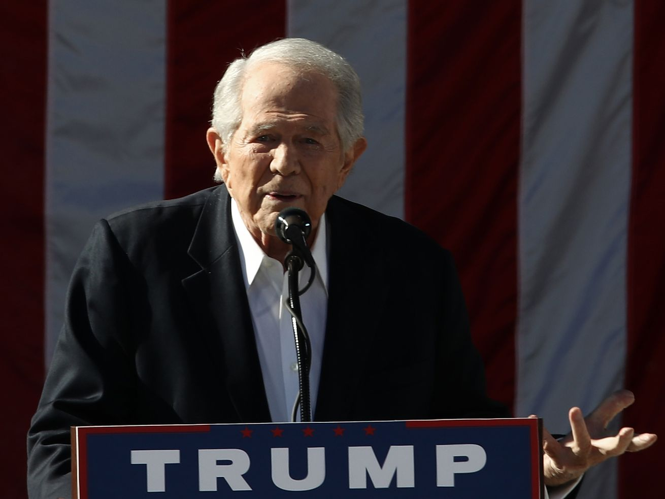 Pat Robertson speaks at a Trump rally at Regent University, where Robertson is chancellor