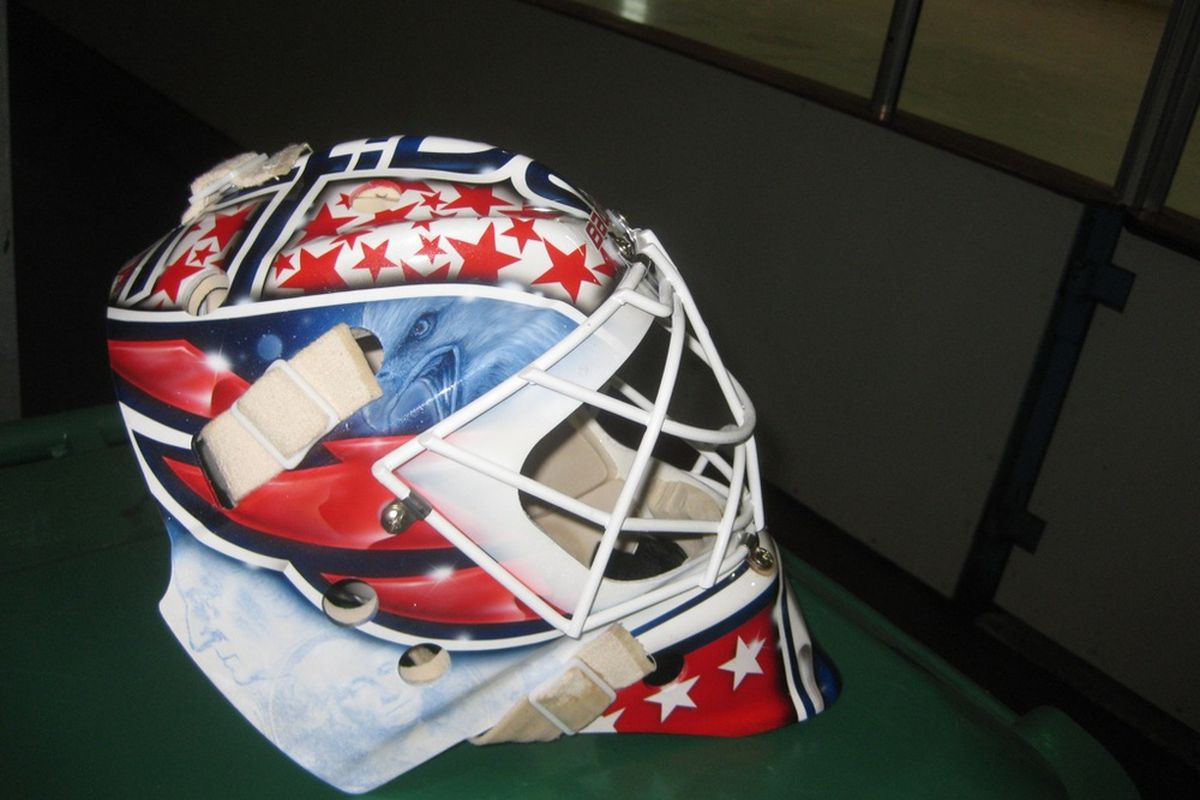 """Tomas Vokoun's new Capitals mask, via @<a href=""""http://twitter.com/#!/TheRealWeinberg/status/109018946971250689"""" target=""""new"""">TheRealWeinberg</a>"""