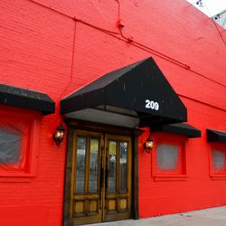 Soon-to-open Jackson Street BBQ recently painted the exterior.