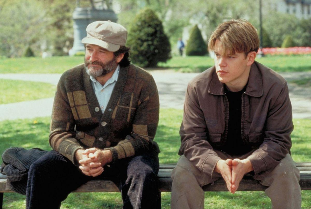 Sean McGuire (Robin Williams) y Will Hunting (Matt Damon) sentados en un banco en Good Will Hunting