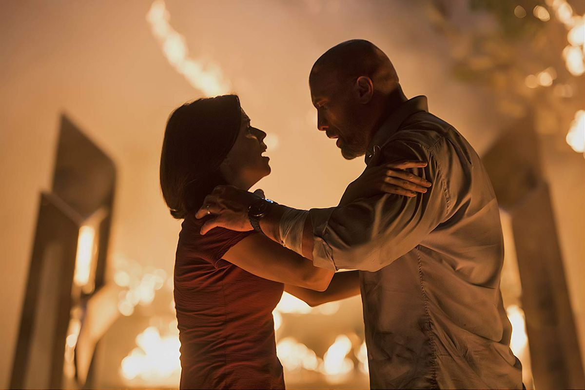 Neve Campbell and Dwayne Johnson in Skyscraper