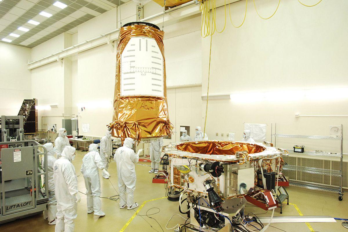 """via <a href=""""http://www.ballaerospace.com/gallery/kepler/img/08-1259-Kepler.jpg"""">www.ballaerospace.com</a>"""