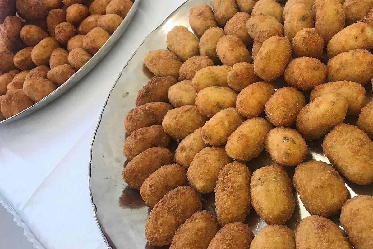 A platter of croquettes arranged in a circle.