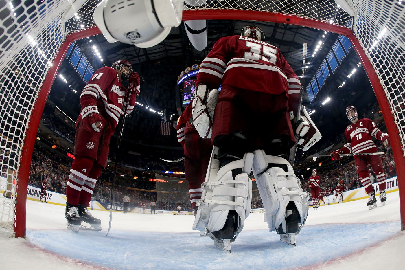 2019 NCAA Frozen Four finals: Cale Makar and U-Mass fall