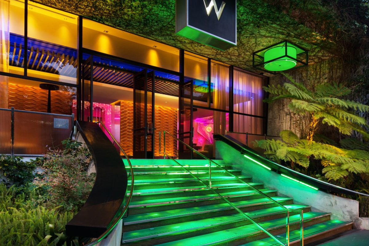 west la 39 s w hotel adds poolside restaurant hideout to dining roster eater la. Black Bedroom Furniture Sets. Home Design Ideas