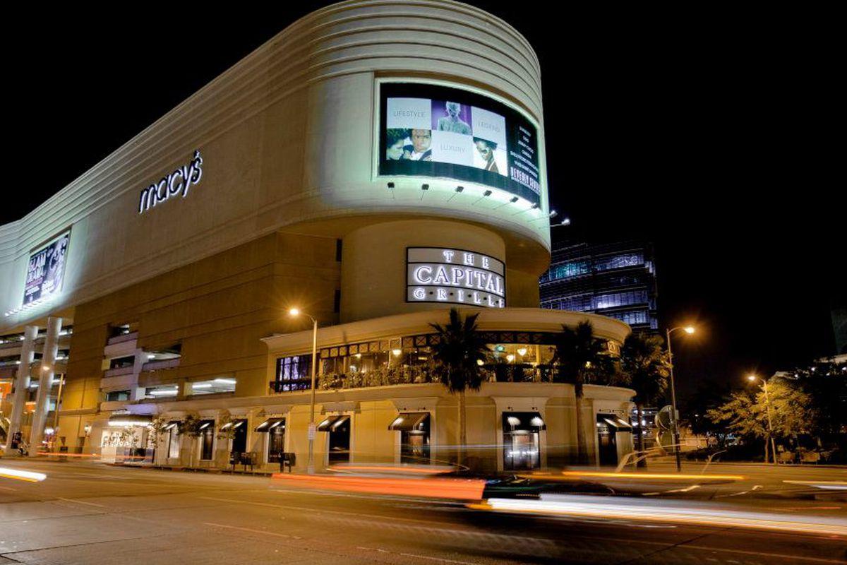 "Photo: <a href=""https://www.facebook.com/beverlycenter/photos/a.382694448417505.90254.237540469599571/382694515084165/?type=3&theater"">Beverly Center</a>/Facebook"