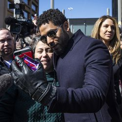 Smollett takes a selfie with a supporter as he leaves the Leighton Criminal Courthouse.   Ashlee Rezin/Sun-Times