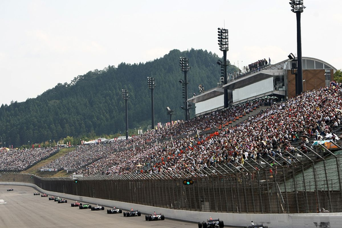 MOTEGI JAPAN - SEPTEMBER 19:  A general view of racing during the IndyCar Series  Indy Japan 300 on September 19 2010 at Twin Ring Motegi in Motegi Japan.  (Photo by Jonathan Ferrey/Getty Images)