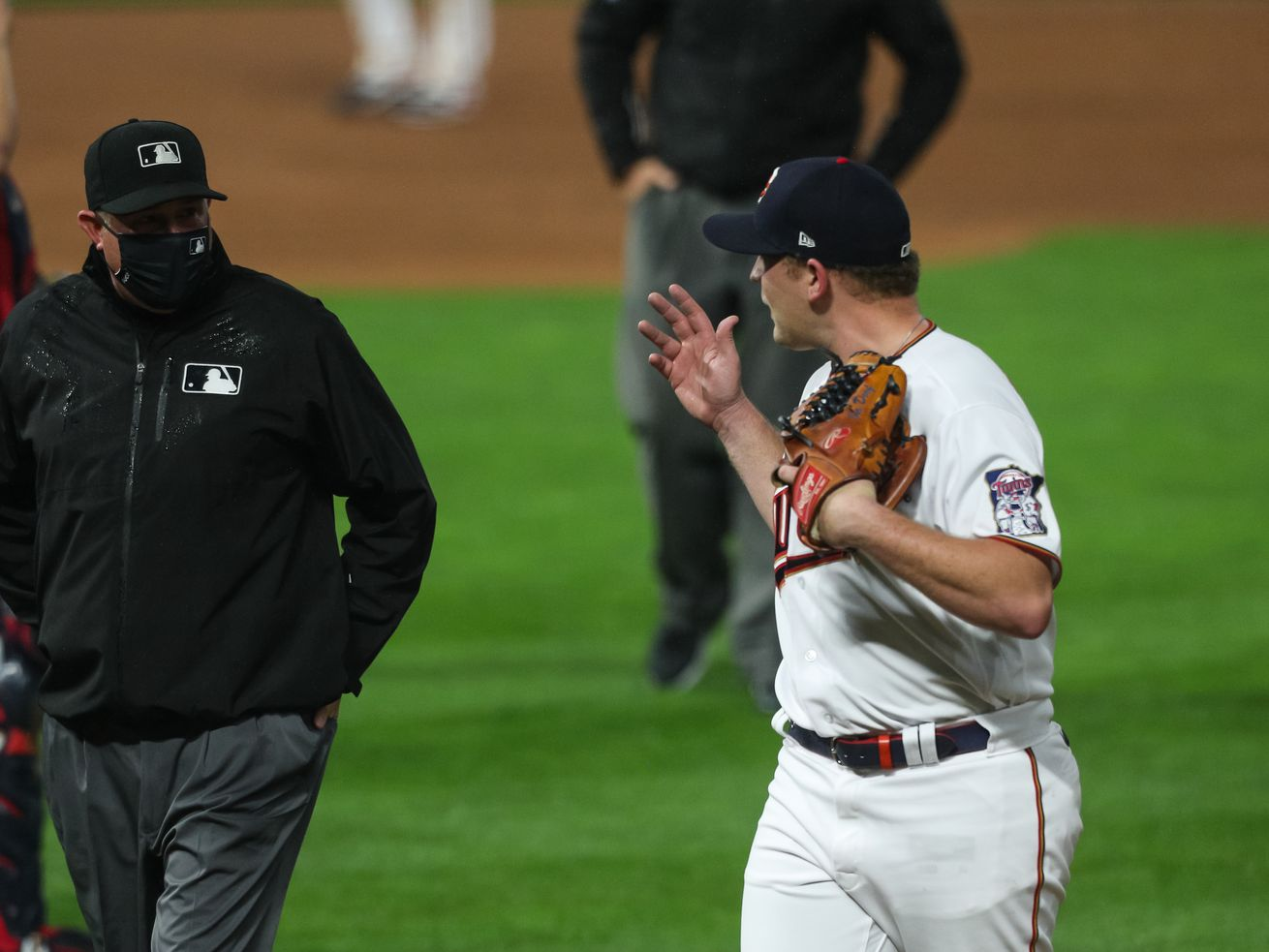 Tyler Duffey of the Twins argues with umpire Chad Whitson after being ejected for throwing a pitch behind Yermin Mercedes of the White Sox Tuesday in Minneapolis.