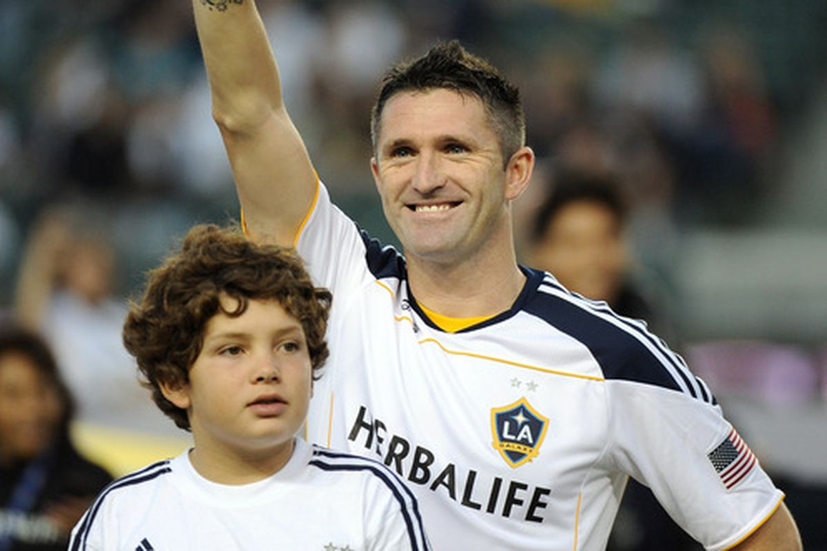 CARSON, CA - AUGUST 20:  Robbie Keane #14 of the Los Angeles Galaxy waves before his debut game against the the San Jose Earthquakes at The Home Depot Center on August 20, 2011 in Carson, California.  (Photo by Harry How/Getty Images)