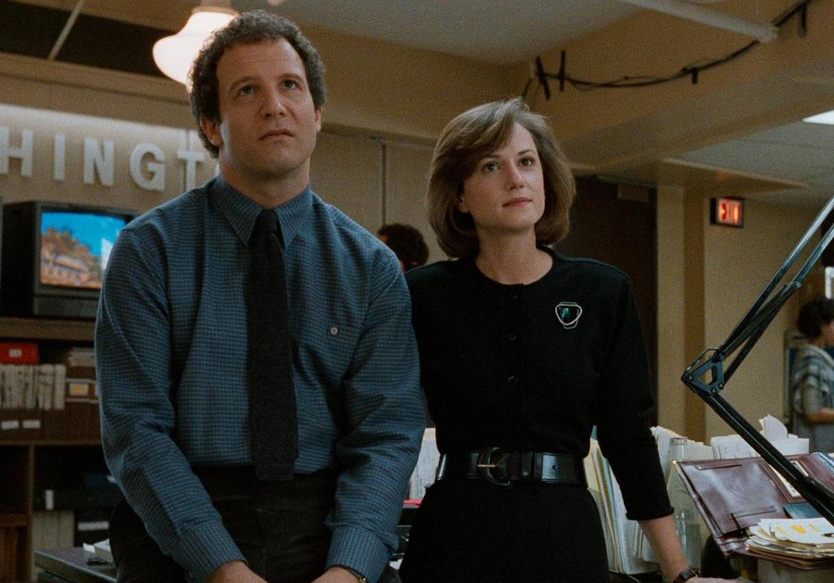 Albert Brooks and Holly hunter stand in the newsroom in Broadcast News