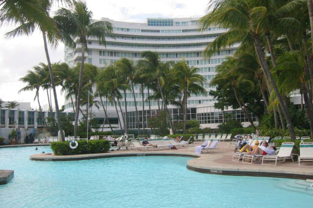 """Photo by Jim Rees via <a href=""""http://commons.wikimedia.org/wiki/File:MiamiBeachFontainebleau.jpg"""">Wikimedia Commons</a>"""