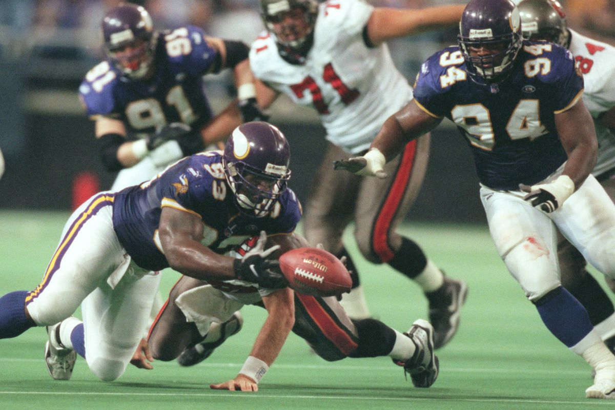 Oct. 3 -Tampa Bay - Minnesota Vikings — Minneapolis Mn, Sunday 10/3/99 Vikings vs Tampa----Vikings John Randle scopes up a Trent Dilfer fumble that he caused early in the 4h quarter as his teamate Tony Williams looks on.(Photo By JERRY HOLT/Star Tribune