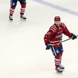 Alzner Looks Back During Stop