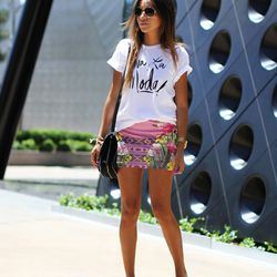 "Julie of <a href=""http://www.sincerelyjules.com/"">Sincerely, Jules</a> is wearing a <a href=""http://www.shopbop.com/viva-moda-tee-sincerely-jules/vp/v=1/1509391218.htm?fm=search-shopbysize"">Sincerely, Jules</a> shirt, a Buffalo Jeans skirt, Chanel espad"