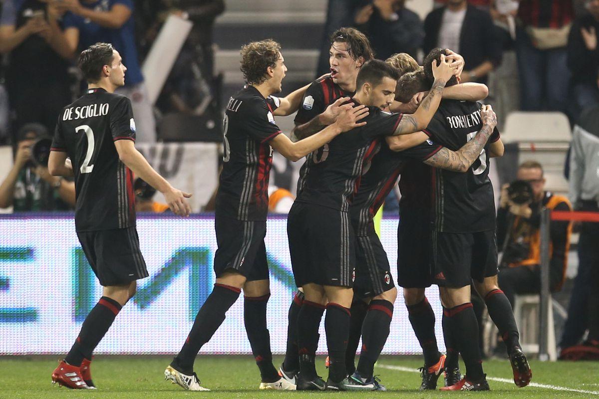 AC Milan v Juventus FC - 2016 Italian Super Cup