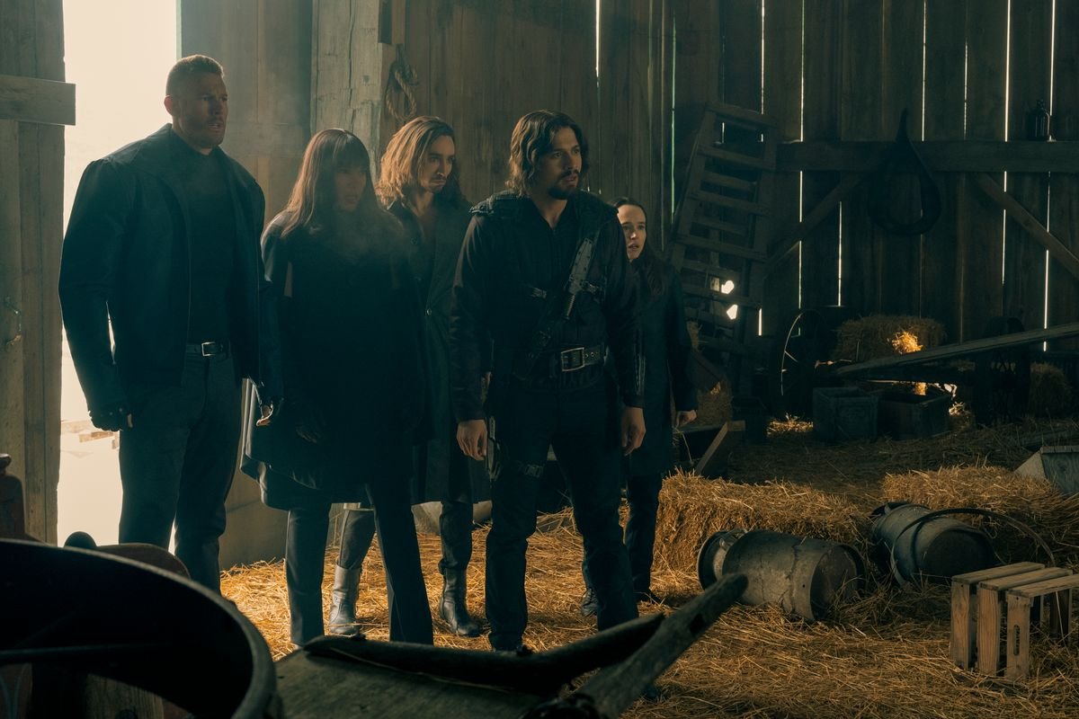 luther, allison, diego, klaus, and vanya standing in a barn