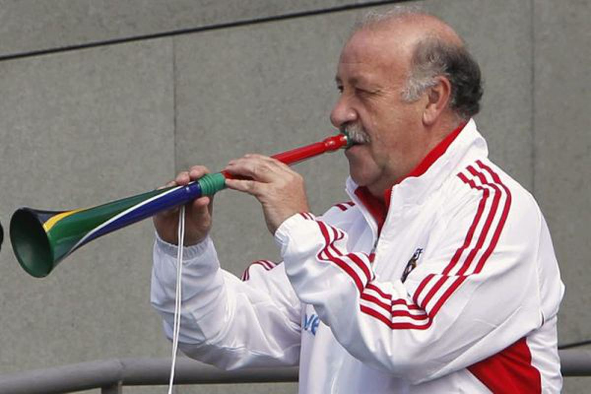 Vicente Del Bosque welcomes his squad to practice before leaving for the US.   Really.