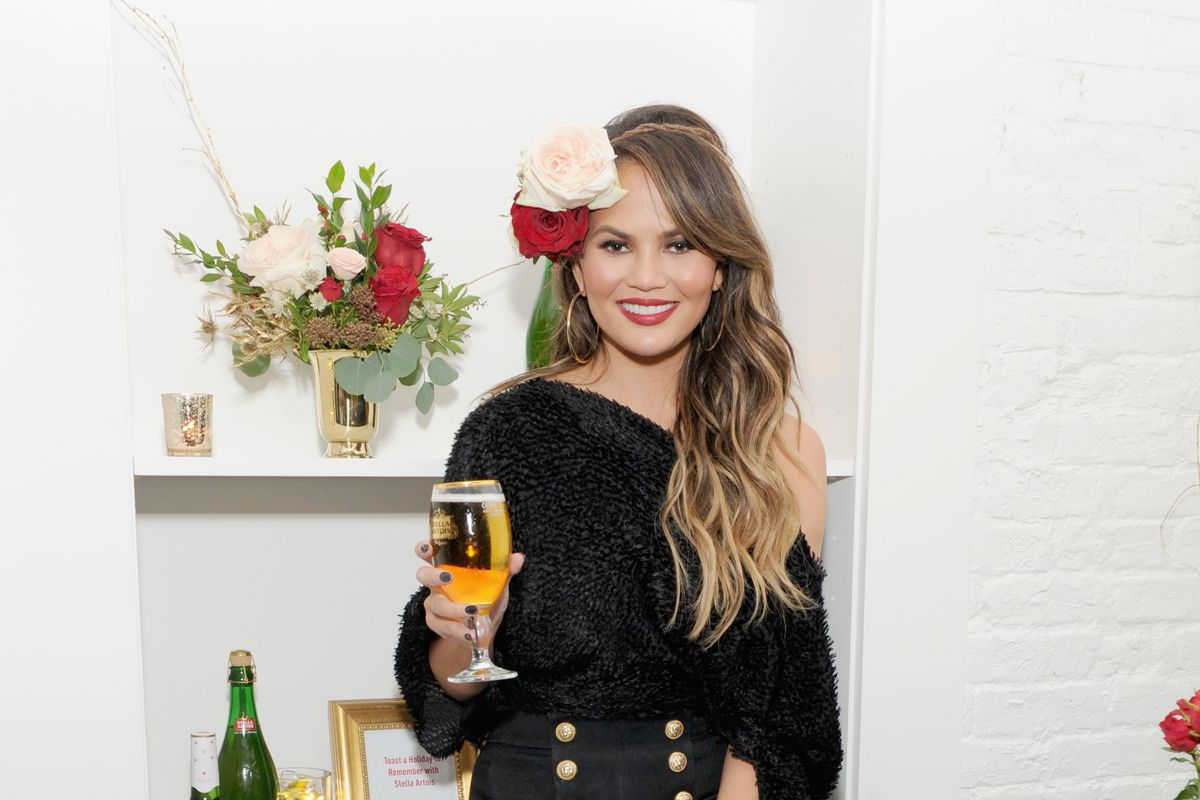 Chrissy Teigen Joins Stella Artois At The 'King's Feast' Celebration To Kick-Off A Season Of Memorable Holiday Hosting