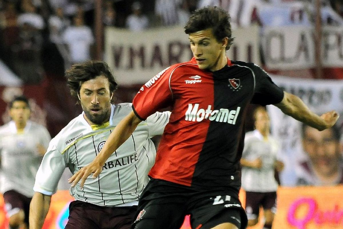 Santiago Vergini in action for Newell's Old Boys