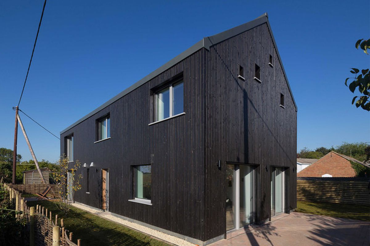 """Photos by <a href=""""http://www.quintinlake.com/"""">Quintin Lake</a> via <a href=""""http://www.dezeen.com/2015/11/30/gresford-architects-old-water-tower-house-traditional-barn-passivhaus-berkshire-england/"""">Dezeen</a>."""