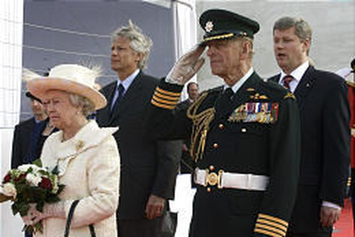 Queen Elizabeth II, French Prime Minister Dominique de Villepin and Prince Philip at ceremony for veterans.