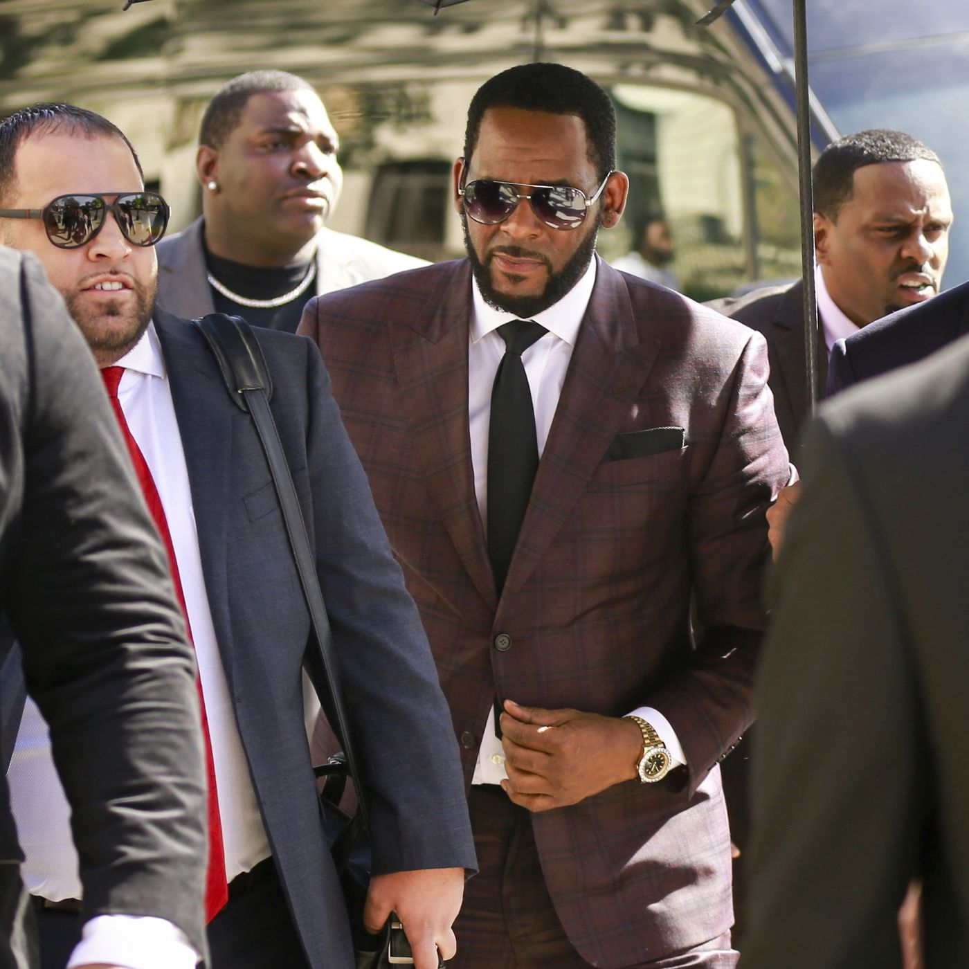 Federal Prosecutors In Chicago New York Hit R Kelly With Child
