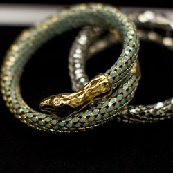 Today the company still weaves the iconic snake motif into its costume and fine jewelry collections, as seen here.