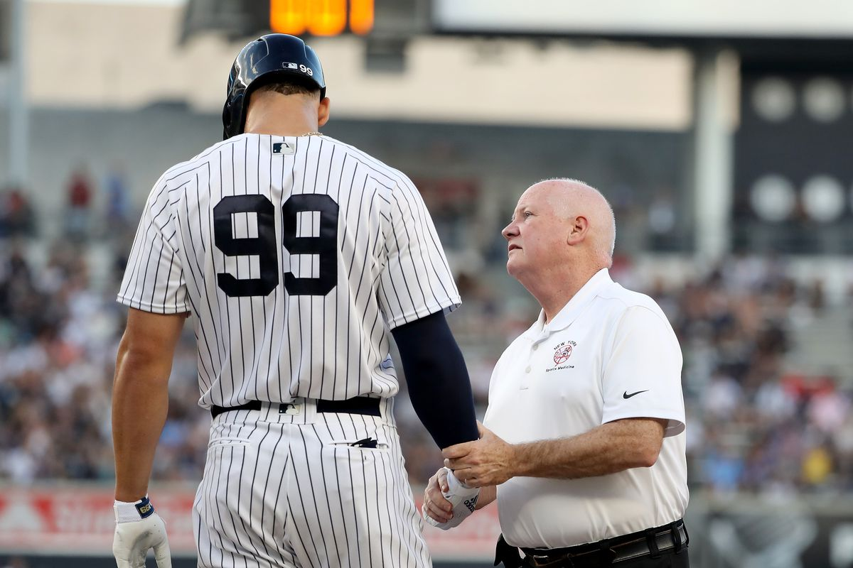 Aaron Judge is still experiencing pain in his broken wrist, casting doubt on the original three-week timetable for his return.