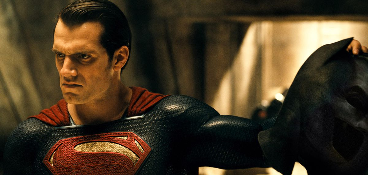 Henry Cavill as Superman in Batman v. Superman: Dawn Of Justice holds Batman's cowl.