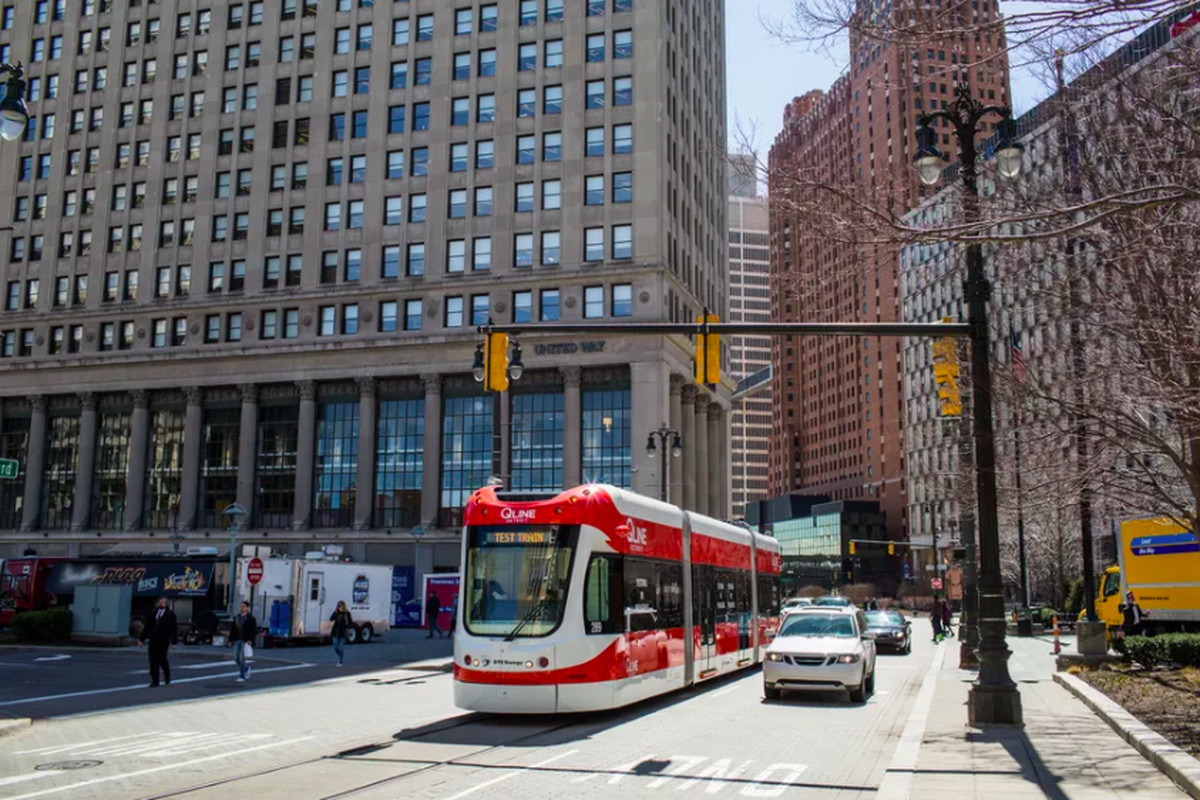 The Qline On A Test Run In Downtown Detroit Michelle And Chris Gerard