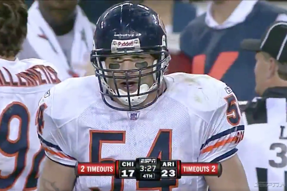 Watch All Of Brian Urlacher S 19 Tackles Against The Cardinals