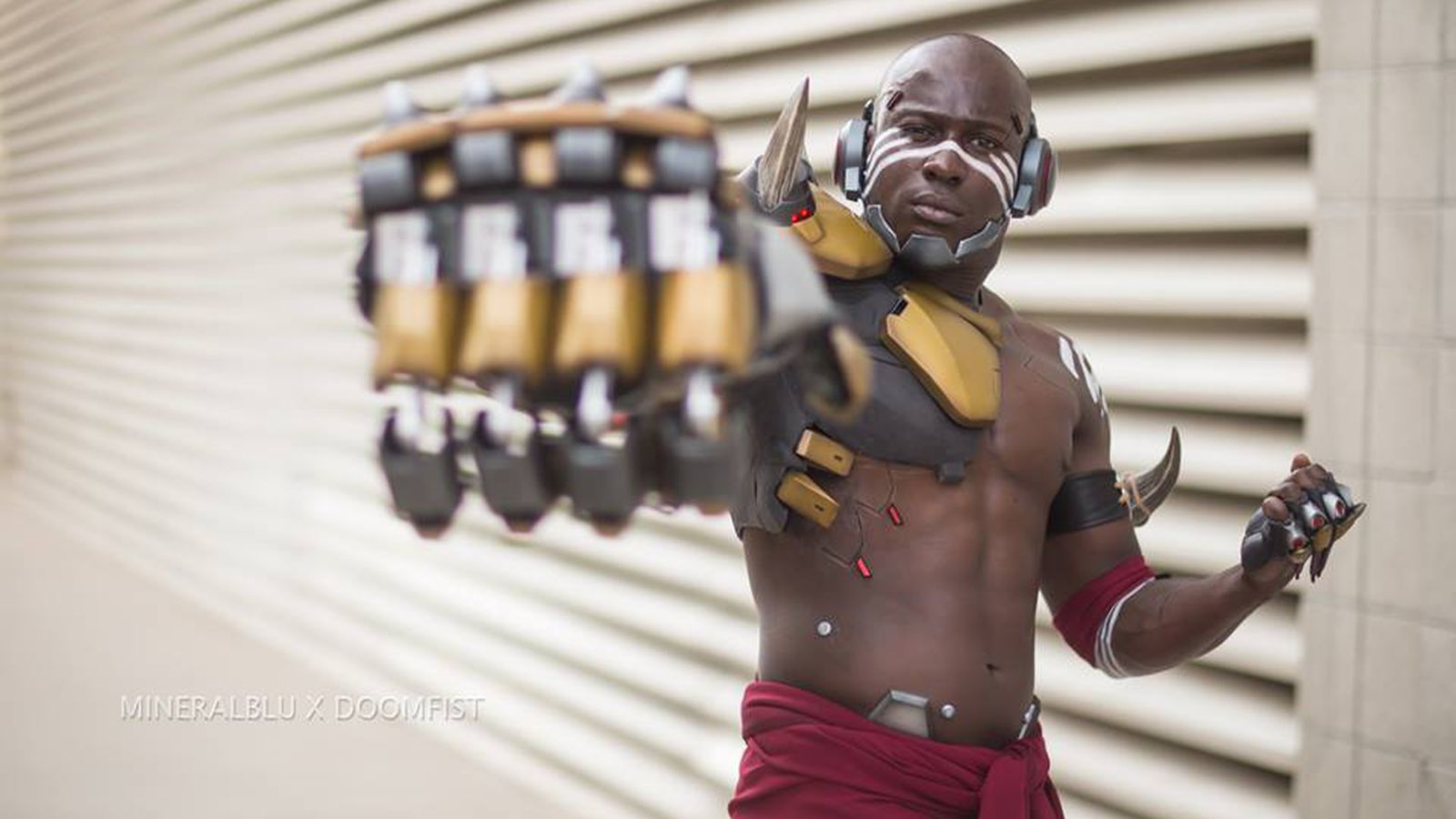 Blizzard's official Doomfist cosplay shows up at Comic-Con