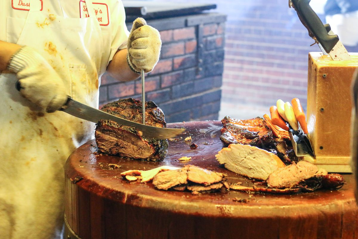 Slicing barbecue at Smitty's Market
