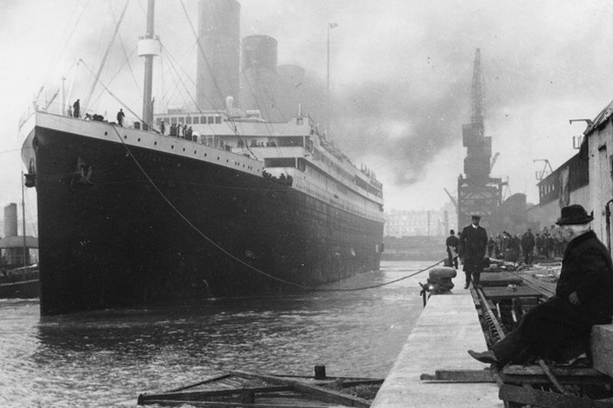 "via <a href=""http://maritime-connector.com/images/titanic-leaving-southampton-3-ships-18576.jpg"">maritime-connector.com</a>"
