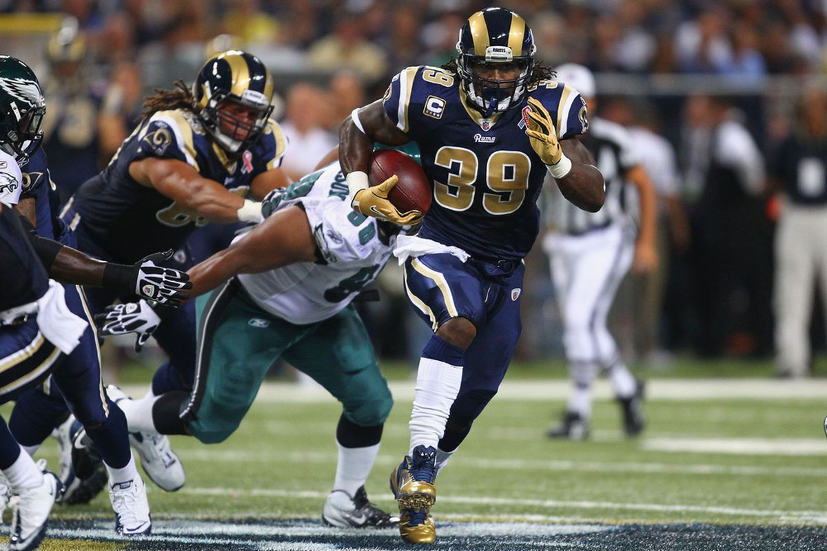 ST. LOUIS - SEPTEMBER 11: Steven Jackson #39 of the St. Louis Rams ruses for a touchdown against the Philadelphia Eagles at the Edward Jones Dome on September 11, 2011 in St. Louis, Missouri. (Photo by Dilip Vishwanat/Getty Images)
