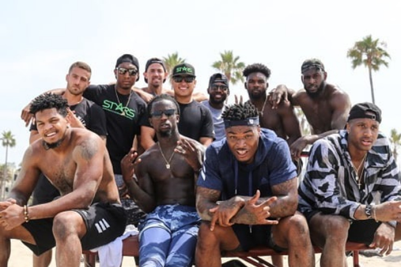 LOS ANGELES, CA - New Orleans Saints first round pick Marcus Davenport (bottom, far left) poses for a group photo after a beachfront training session with other NFL rookies including Arizona Cardinals quarterback Josh Rosen (top, far left), Carolina Panthers defensive back Donte Jackson (bottom, left), Los Angeles Chargers defensive back Derwin James (bottom, right), Denver Broncos wide receiver Courtland Sutton (bottom, far right), and Tennessee Titans linebacker Rashaan Evans (top, far right).
