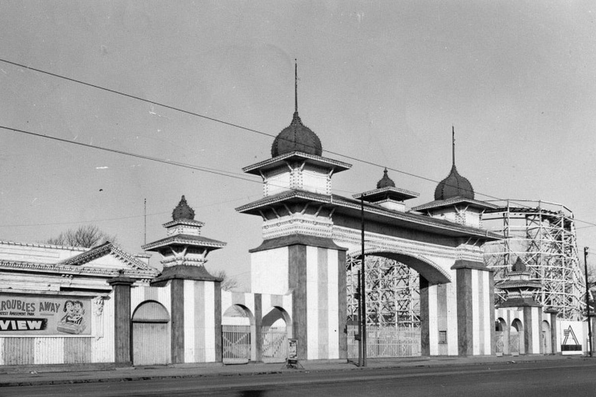 Riverview Park entrance, 1967. | Sun-Times Archives