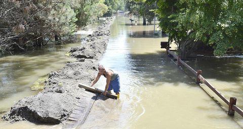 Missouri River flood will last into fall in places - Deseret